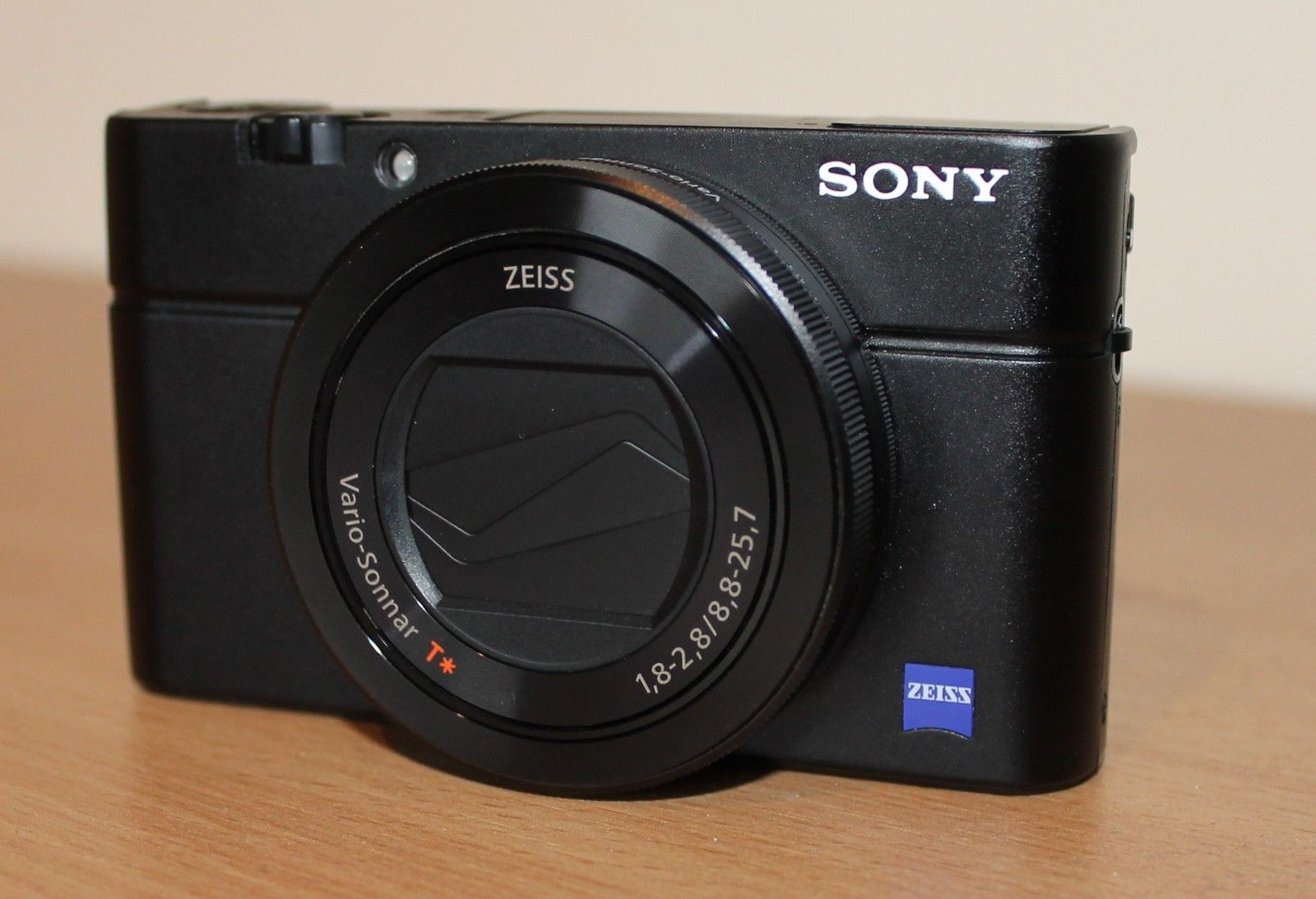 Sony Cyber-shot DSC-RX100III 20.1 MP Digitalkamera - Schwarz