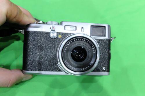 Fujifilm X series X100S 16.3MP Digitalkamera - Schwarz Retro Fuji Top Zustand