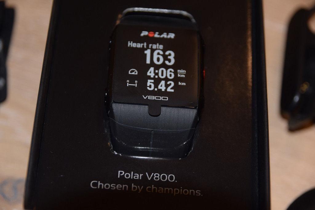 Polar V800 schwarz (NEU und ungetragen) mit Brustgurt und Ladekabel(GPS-Pulsuhr)