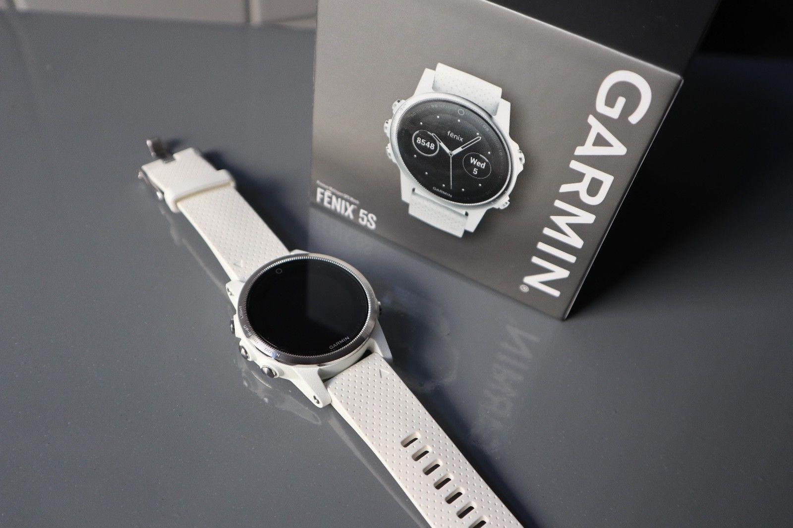 Garmin Fenix 5S - 42mm - silber mit weißem Silikonarmband