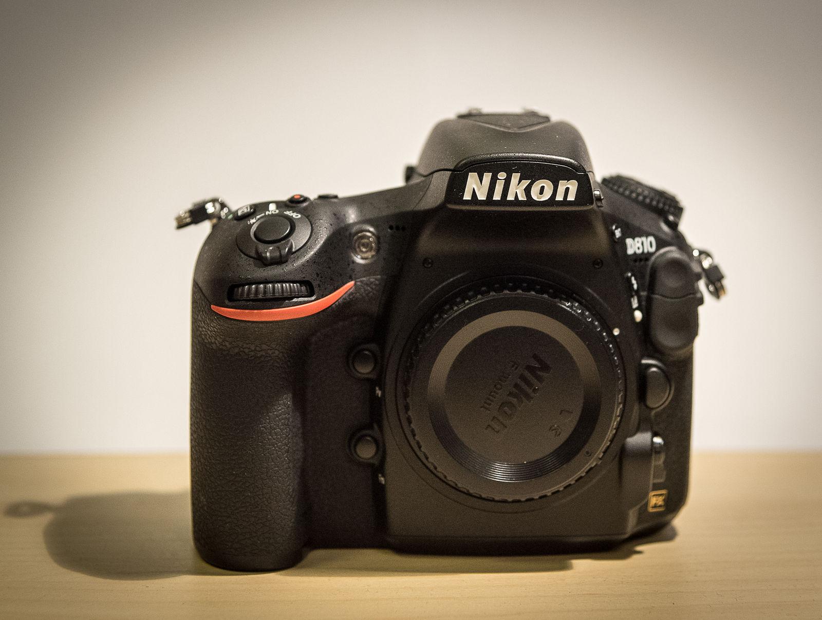 Nikon D810 (Gehäuse), nur 2000 Auslösungen. Top Zustand! Mit L-Winkel.
