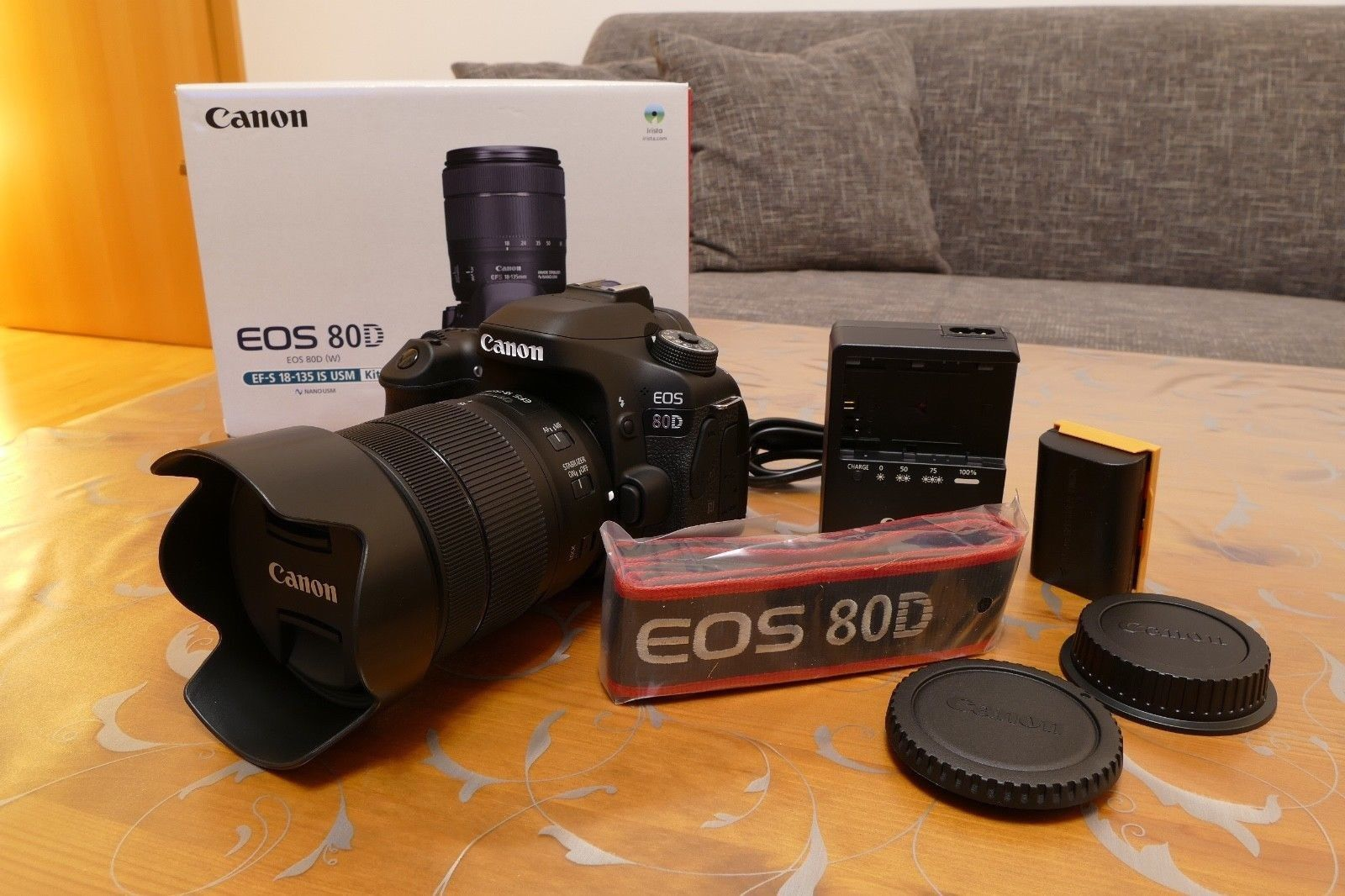 Canon EOS 80D 24.2MP Digitalkamera  (Kit mit EF-S 18-135mm IS USM Objektiv