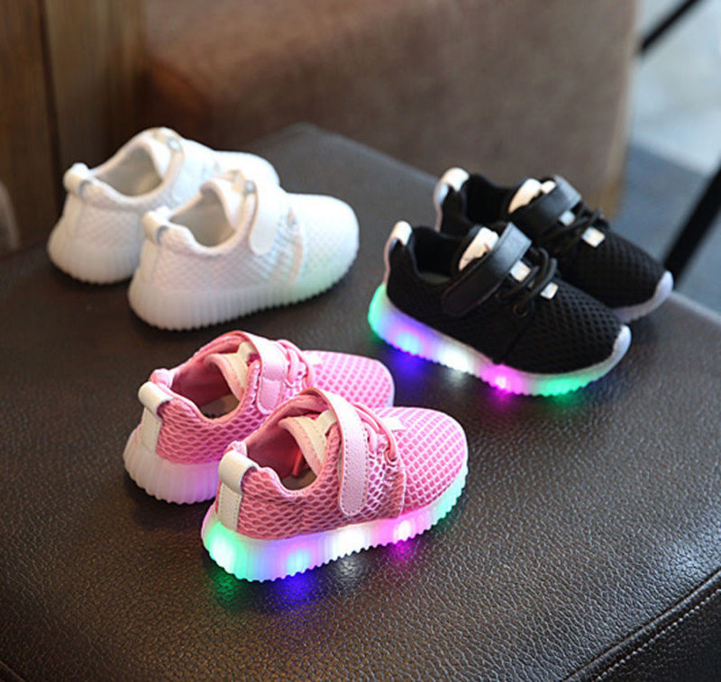 Baby Kinder Jungen Mädchen LED Sneakers Leuchtende Schuhe Licht Schuh Gr.21-25