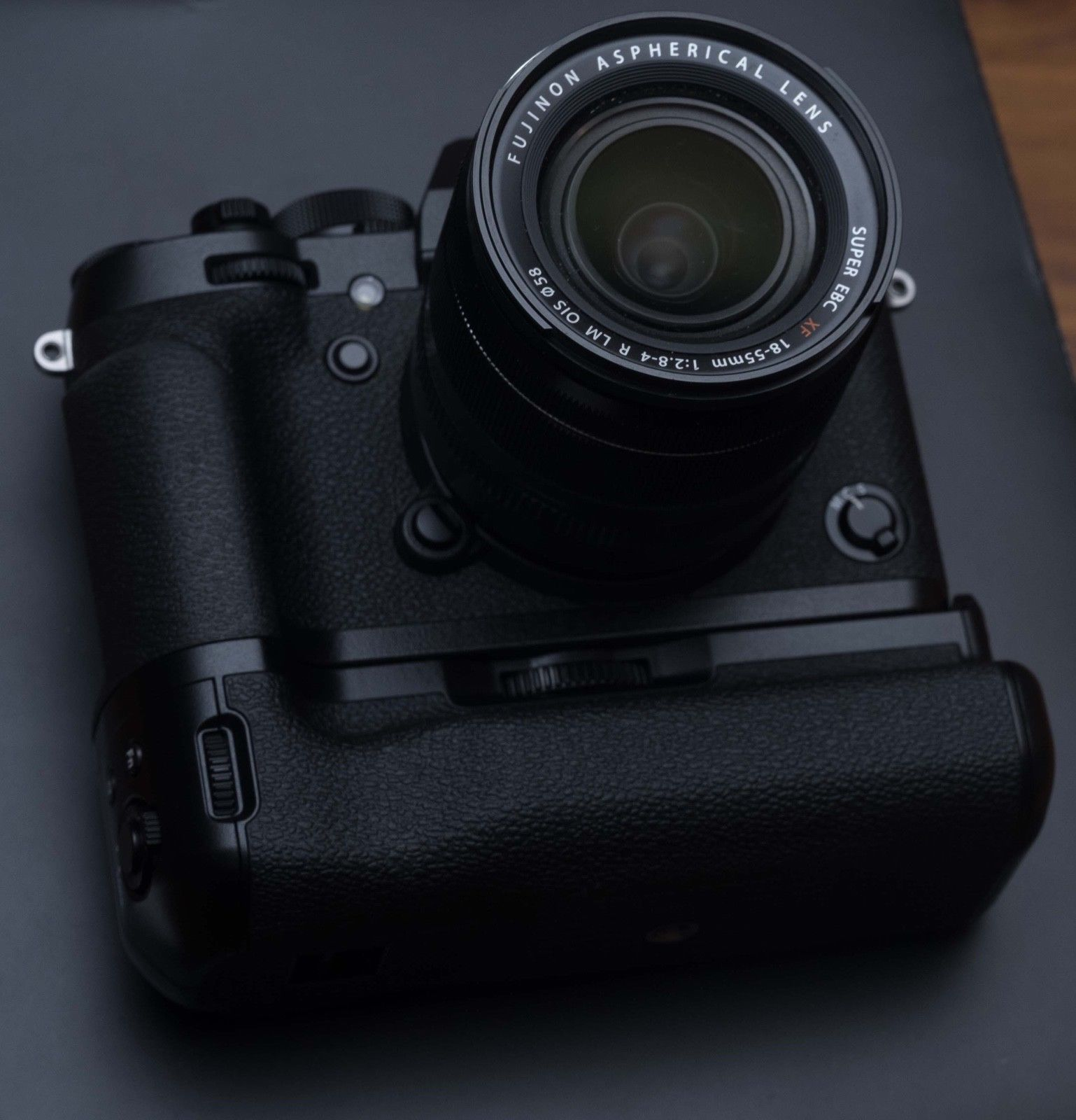 Fuji X-T2 + XF 18-55 mm F2.8 T LM OIS + BATTERIEGRIFF