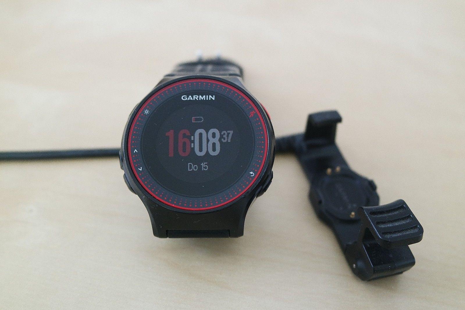 Garmin GPS Laufuhr Forerunner 225 Pulsmessung am Handgelenk Refurbished schwarz