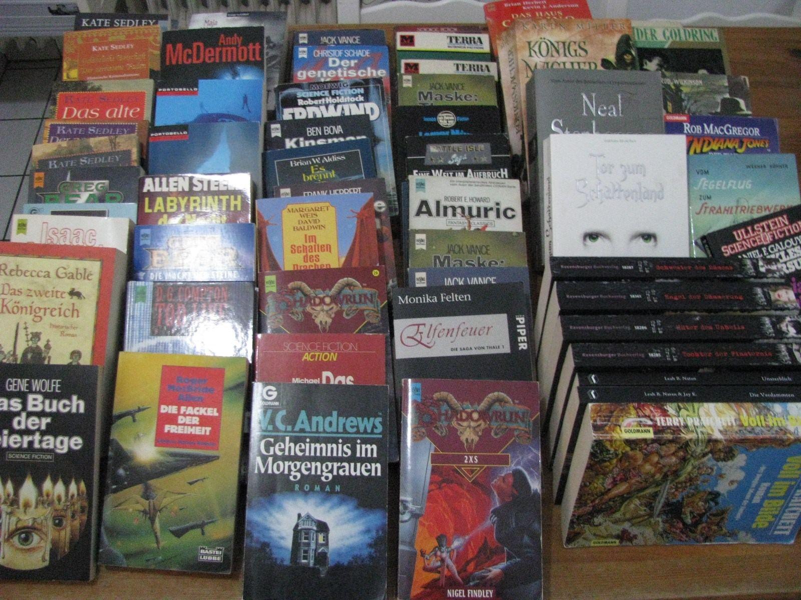 über 60 Taschenbücher, zumesit SF und Fantasy