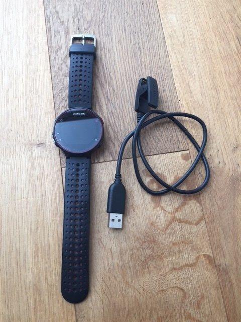 Garmin Forerunner 235 GPS schwarz rotgebraucht