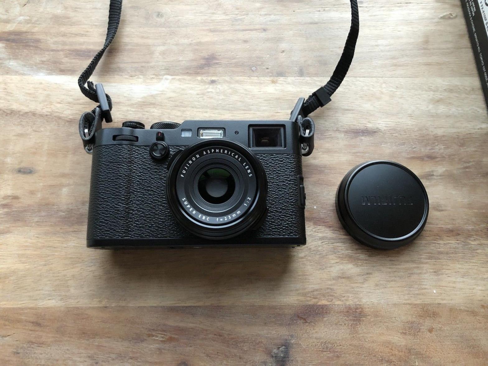 Fujifilm X100F schwarz - OVP fast unbenutzt