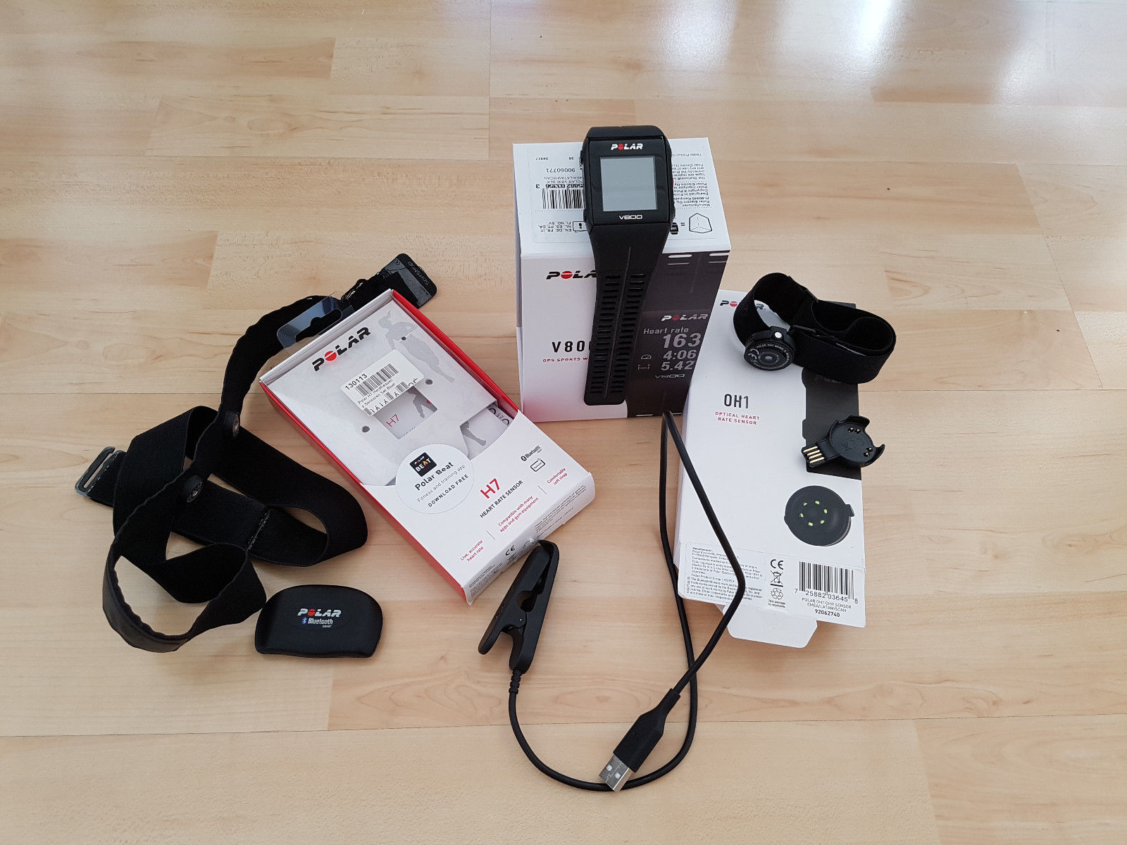 POLAR V800 GPS-Sportuhr, Multisport; schwarz + viel Zubehör + OVP