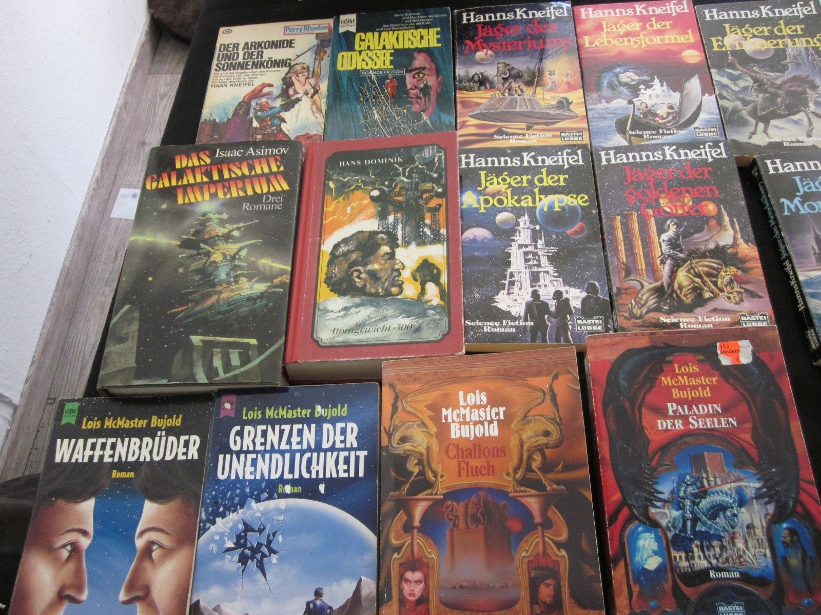 32 Science Fiktion Bücher-Kneifel,Laumer,Bujold , Asimov usw