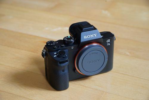 Sony Alpha ILCE-7 II 24.3 MP Digitalkamera - Schwarz (Kit m/ FE 28-70mm...