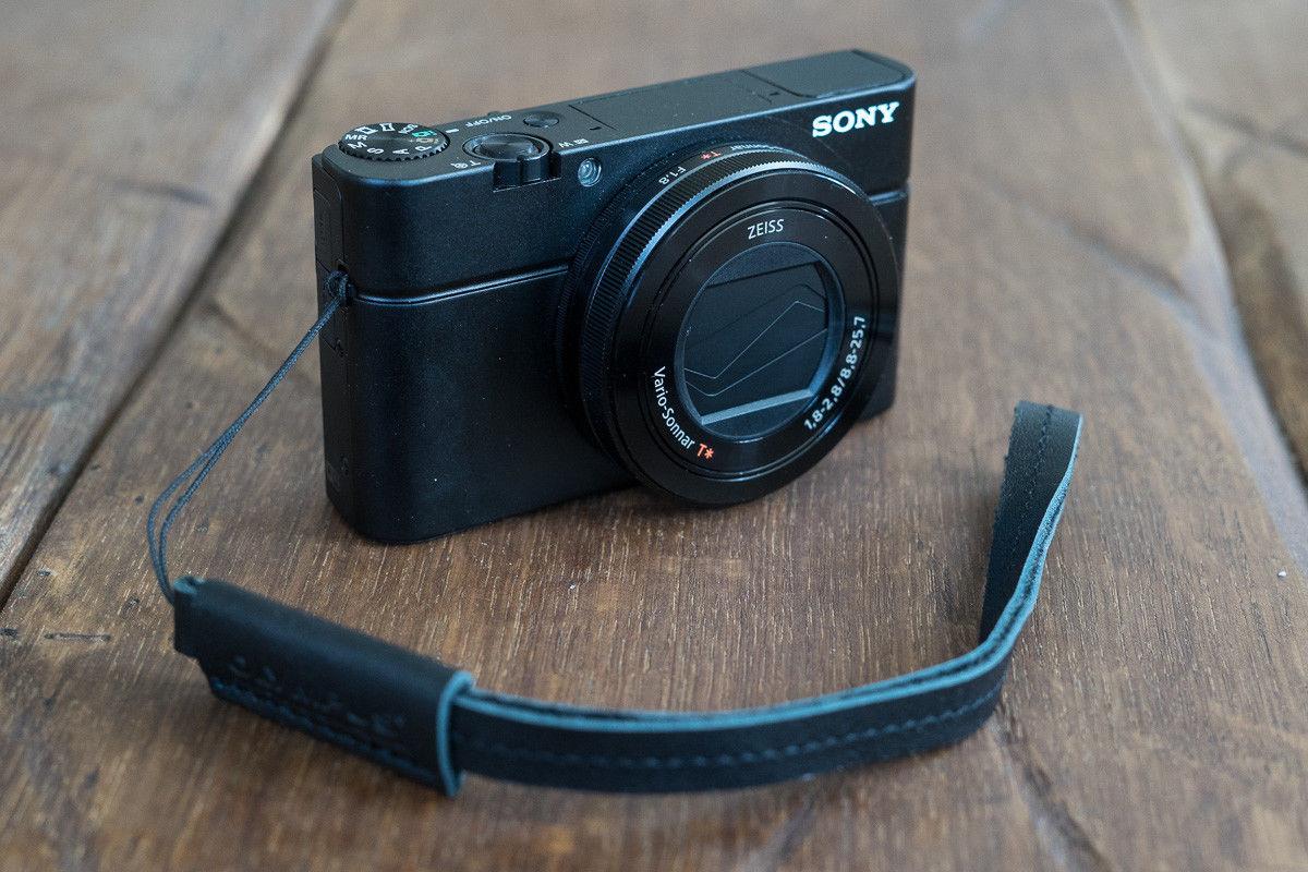 SONY RX100 III M3 Kompaktkamera m. ZEISS Objektiv / guter Zustand mit OVP