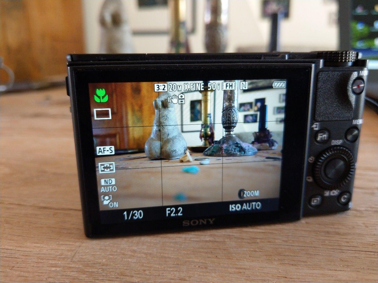 Sony DSC-RX100III Digitalkamera 20.1 Megapixel 3-fach opt. Zoom FullHD WiFi/NFC