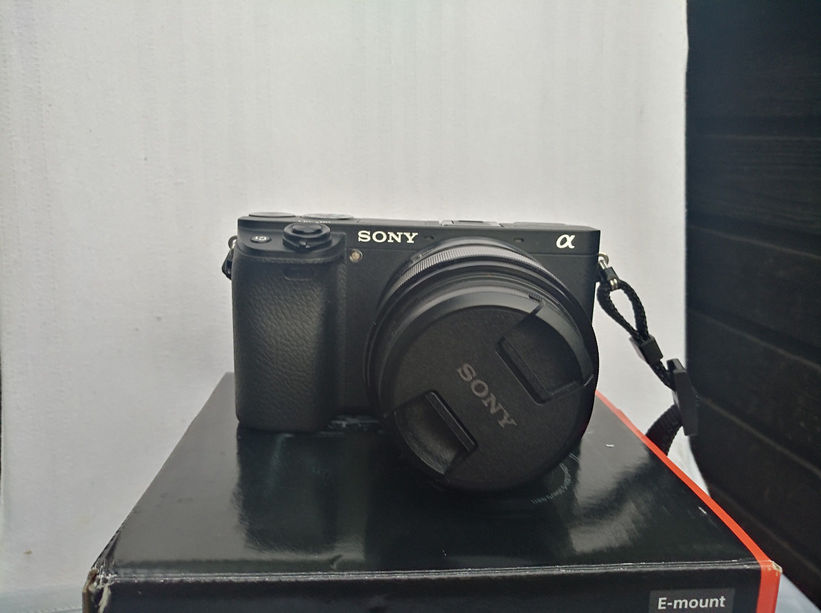 Sony Alpha 6300     Nur 3000 Auslösungen