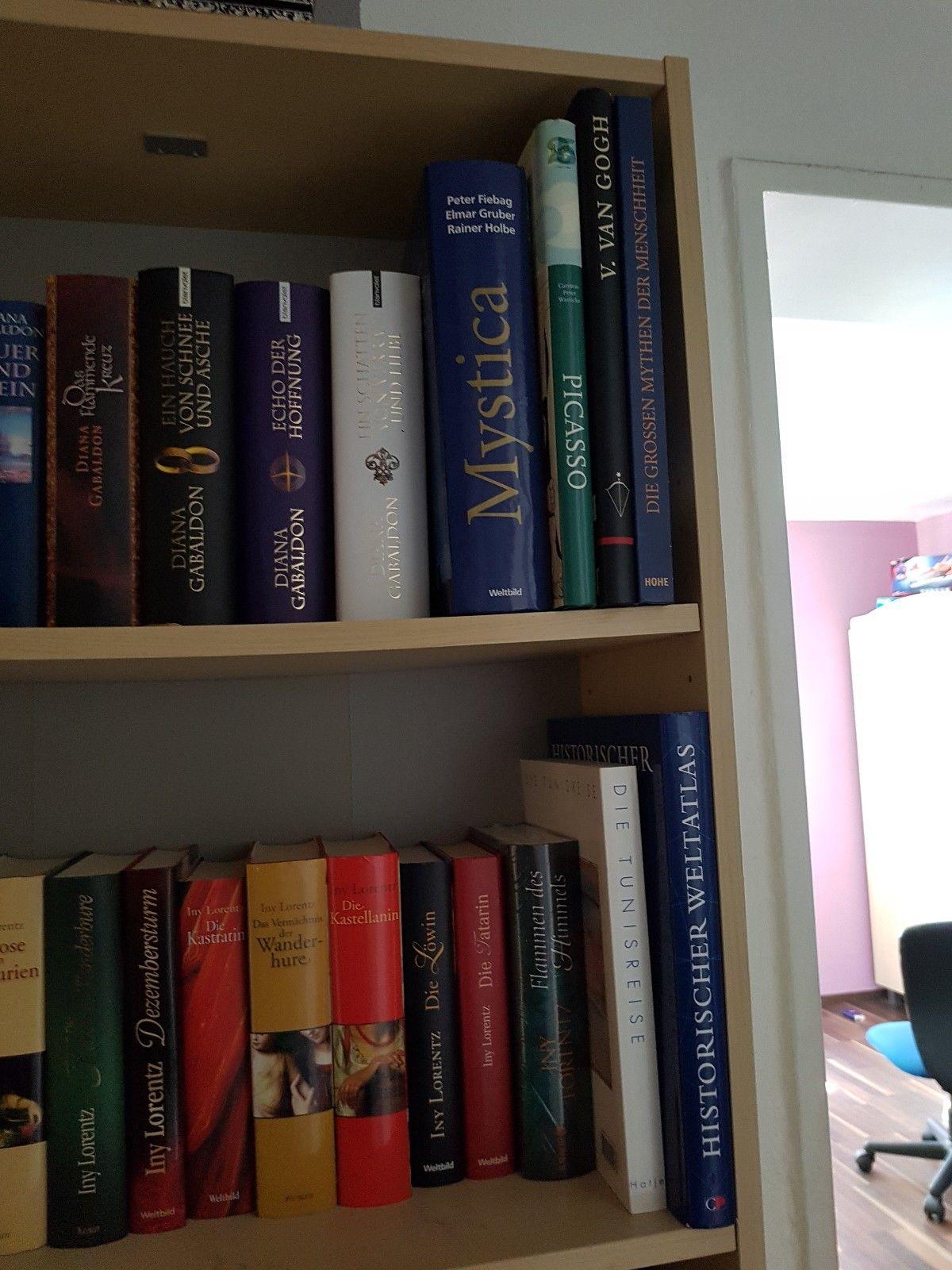 55 Bücher, darunter Klassiker der Weltliteratur, mit Lederrücken