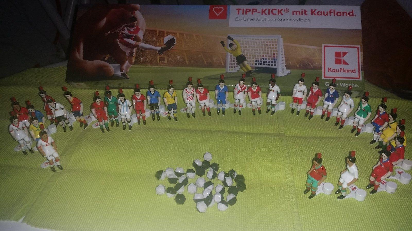 Kompletter 32 Spieler Tipp-Kick Figuren Satz Kaufland WM 2018 mit Spielfeld