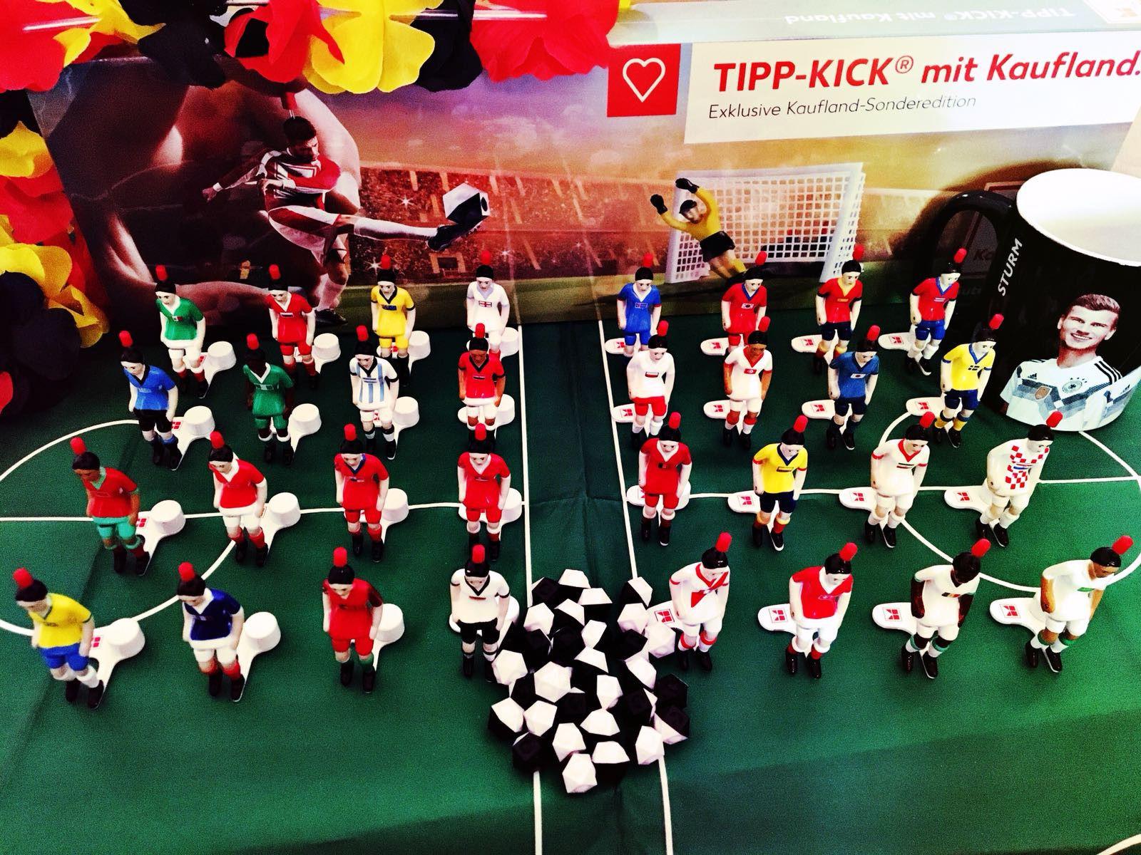 Kompletter 32 Spieler Tipp-Kick Figuren Satz - Kaufland - WM 2018 + Spielfeld