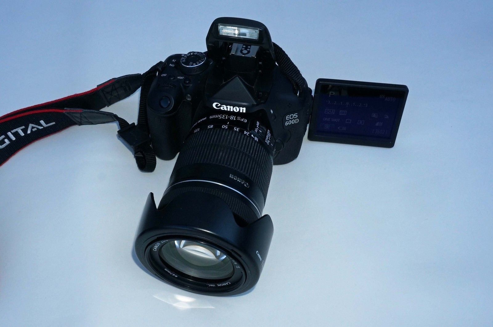Canon EOS 600D / 18.0MP Kit mit EF-S 18-135 IS