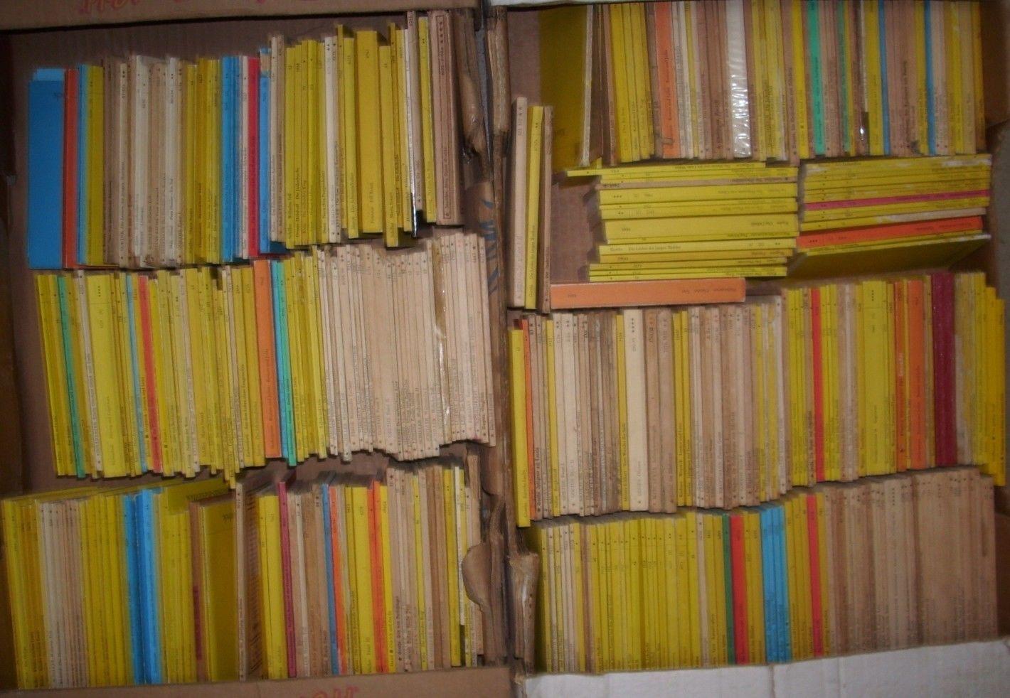 2 Kisten mit Reclam Heftchen ca. 380 Stück meist gelb oder weiß Klassiker