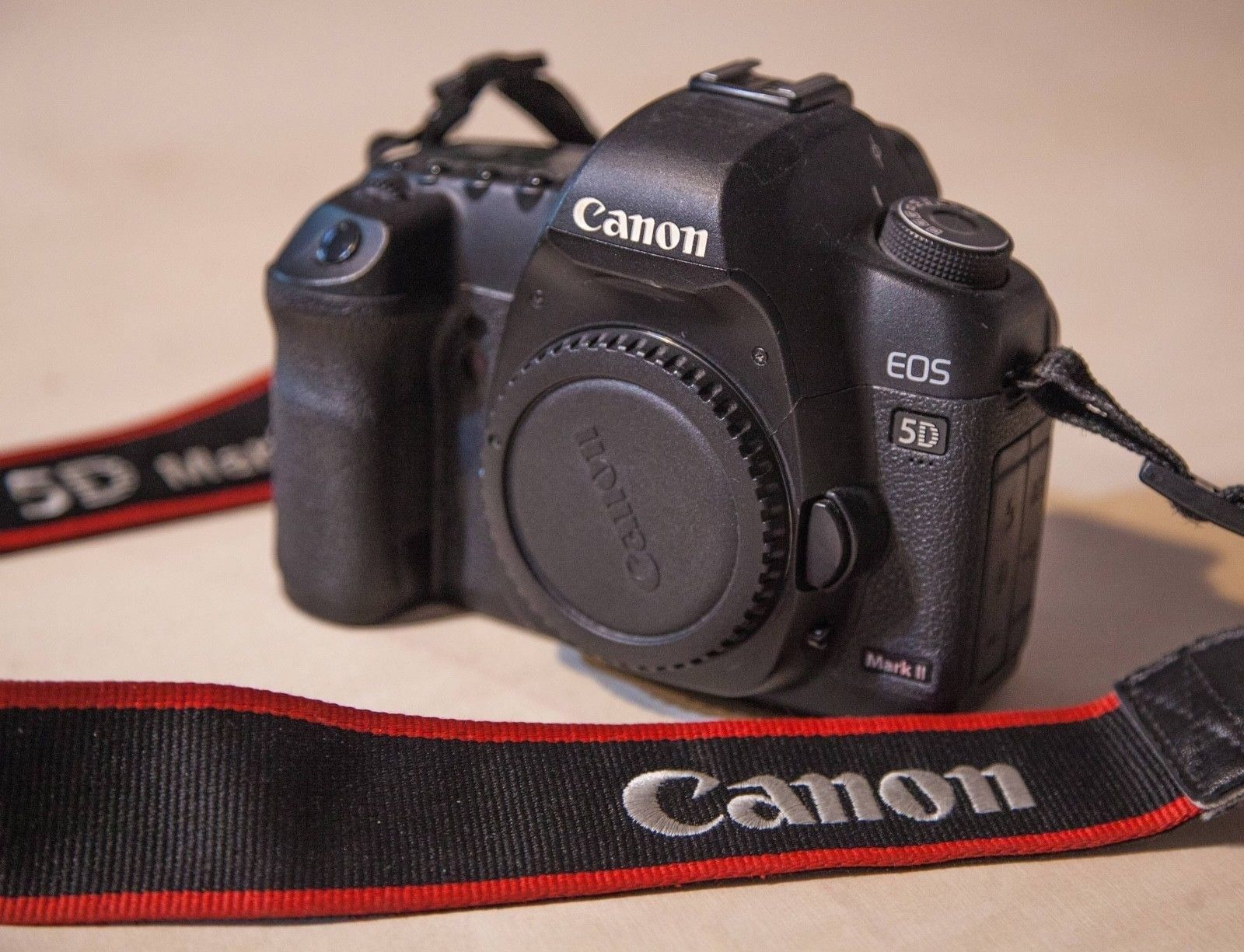 Canon EOS 5D Mark II 21,1 MP Digitalkamera (Nur Gehäuse)
