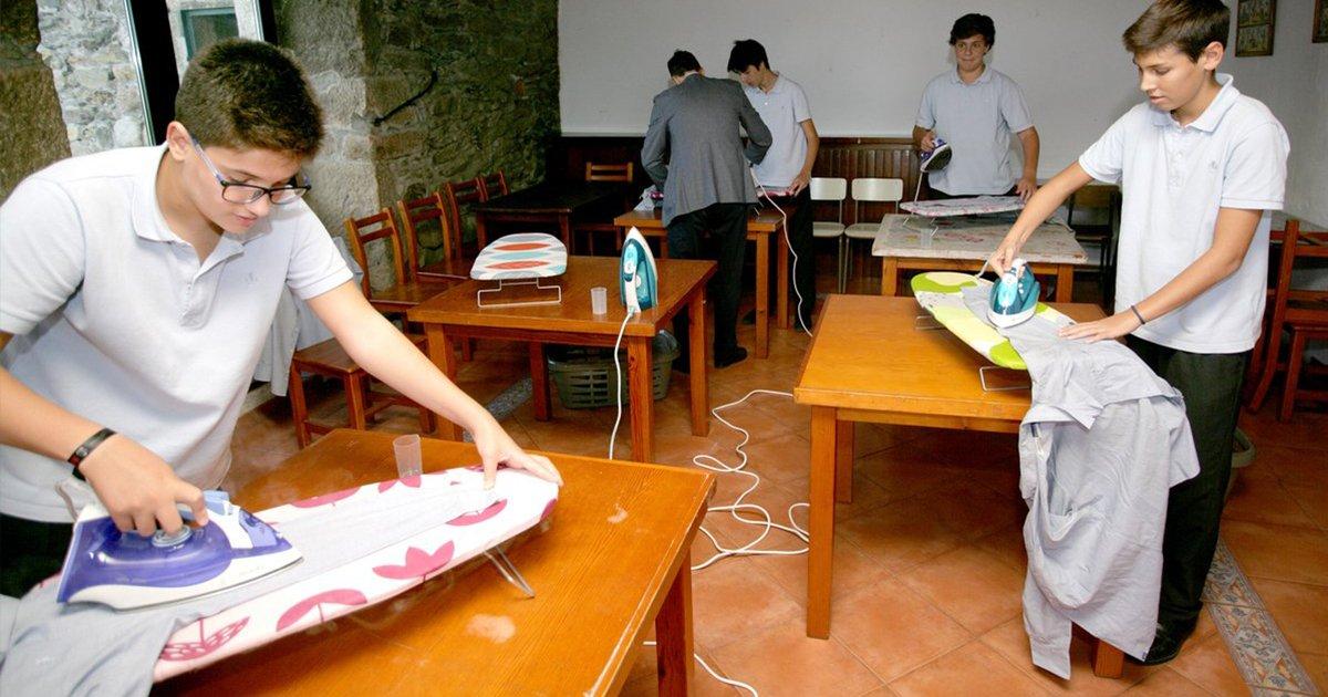 """Gymnasium führt """"Hauswirtschaftsstunde"""" ein: Die Kinder lernen bügeln, waschen und kochen"""